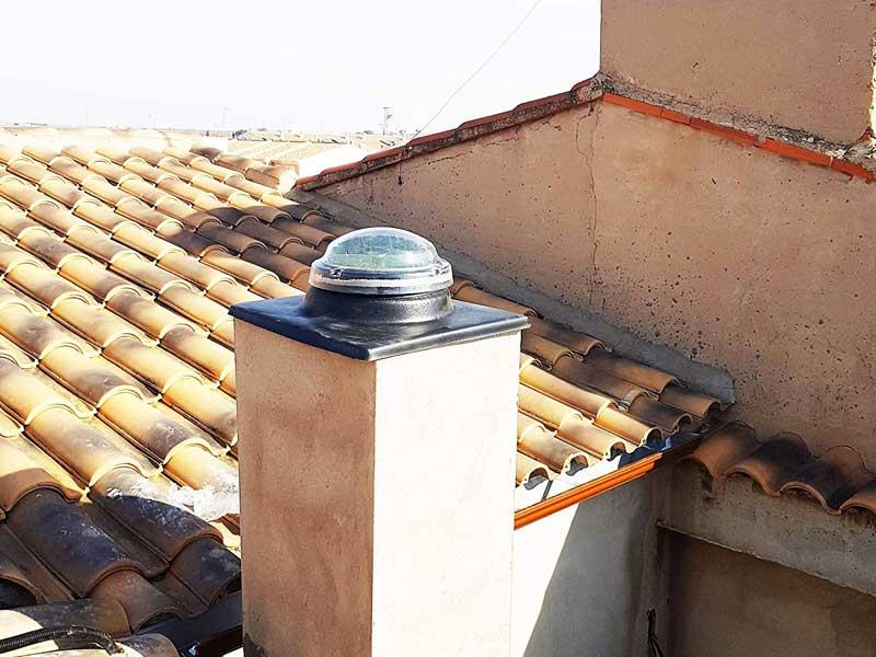 tubo luz telhado inclinado